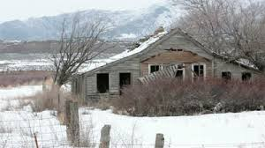 snow and abandoned farmhouse haiku
